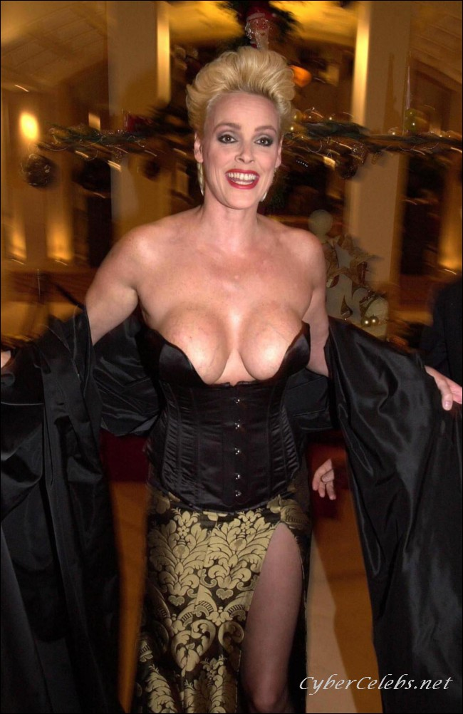 Brigitte Nielsen pillada completamente borracha